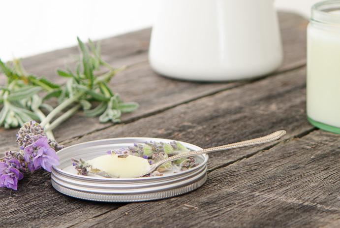 Домашний бальзам для кожи с лавандой. Косметические рецепты из Прованса. woman-delice.com
