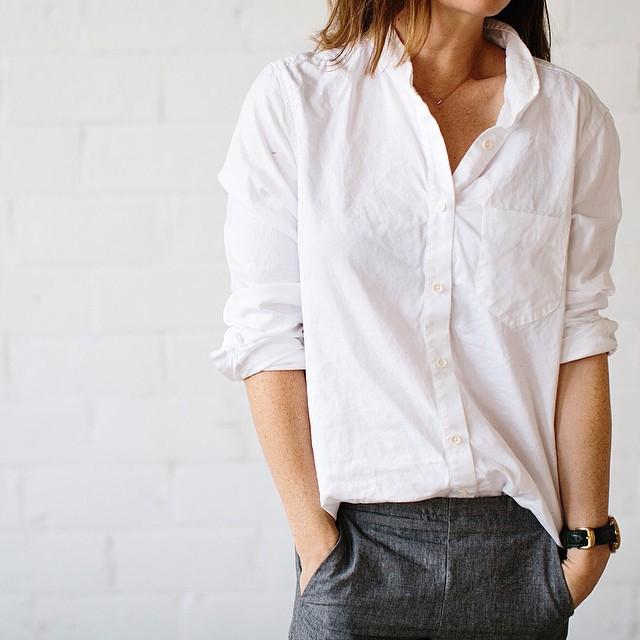 белая льняная рубашка