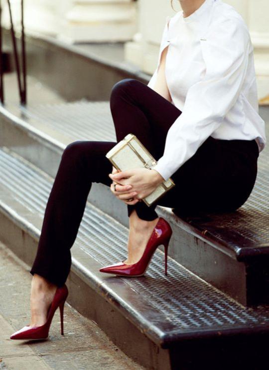 Stilettos bordeaux. Parisian chic.