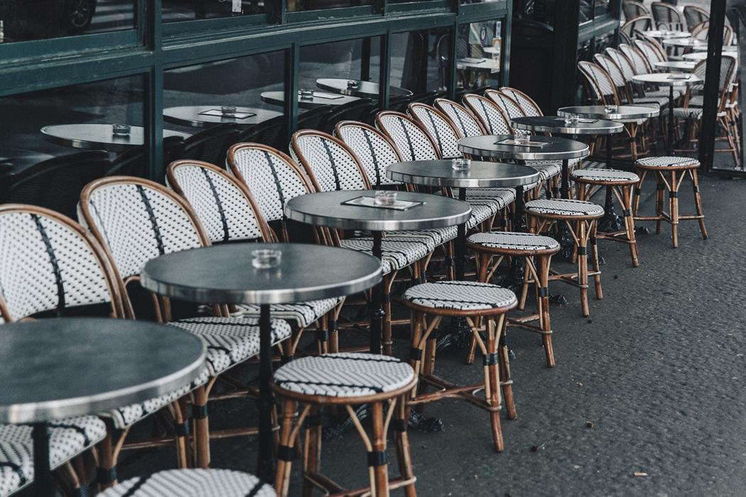 Парижское кафе.