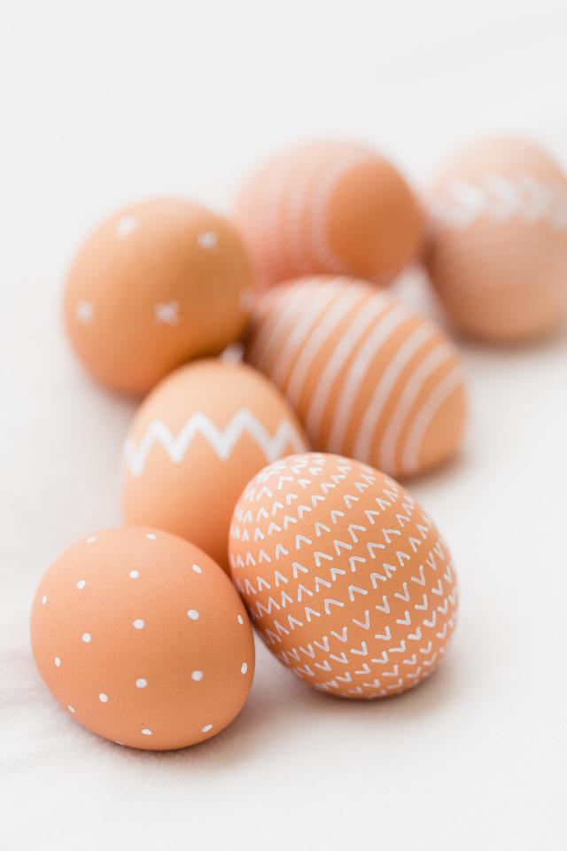 Пасхальные яйца с узором. Идеи для пасхи. Пасхальный декор своими руками.