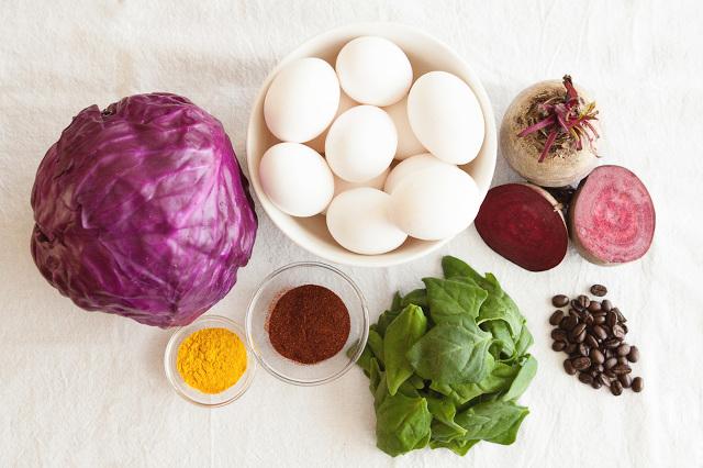 Натуральные красители для пасхальных яиц. Как покрасить яйца к пасхе натуральными красителями.