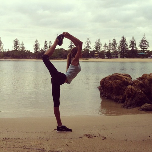 Йога. Девушка. Позы на баланс.