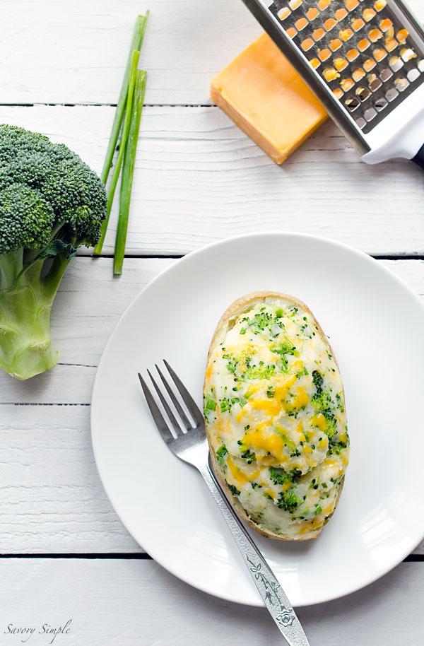 Овощные блюда. Картофель, запеченный с брокколи и сыром чеддар.