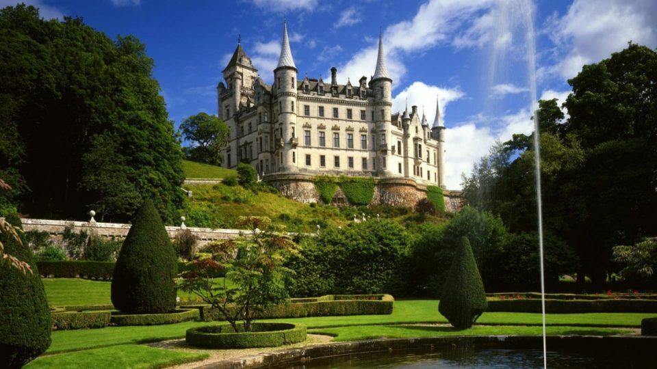 Dunrobin-Castle-Scotland-Wallpaper