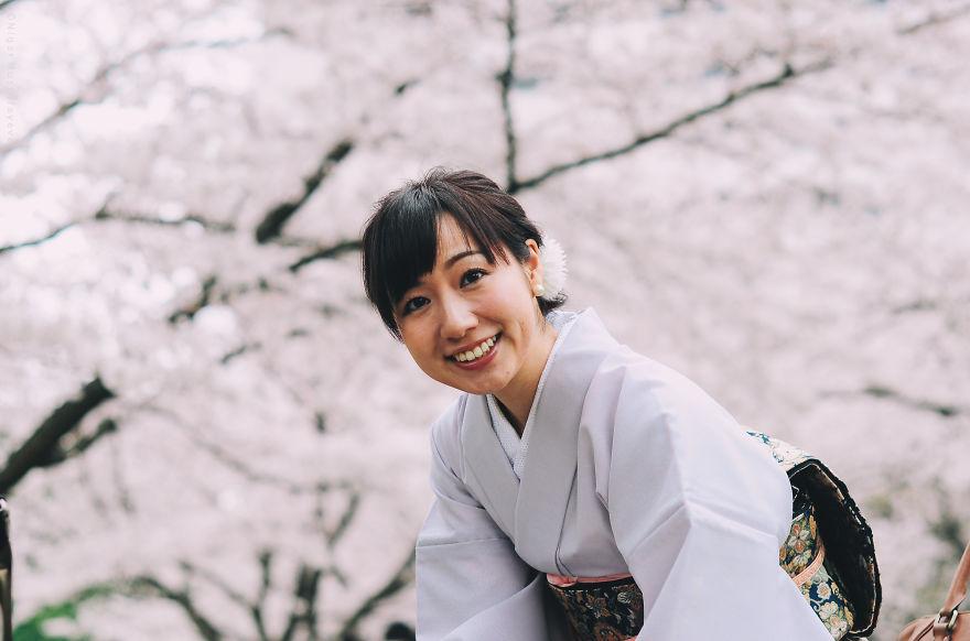 Цветущая сакура. Blossoming sakura. woman in kimono, Japane