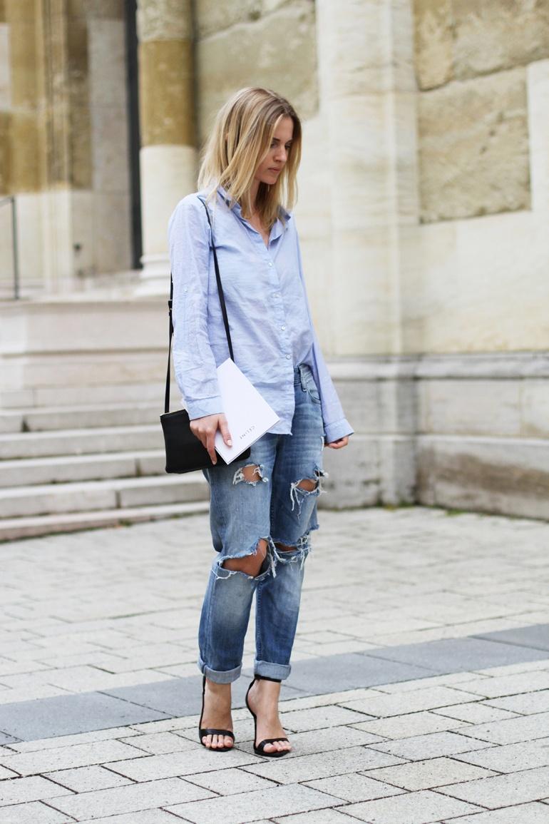 Голубая рубашка, джинсы бойфренда. Blue shirt, boyfriends jeans.