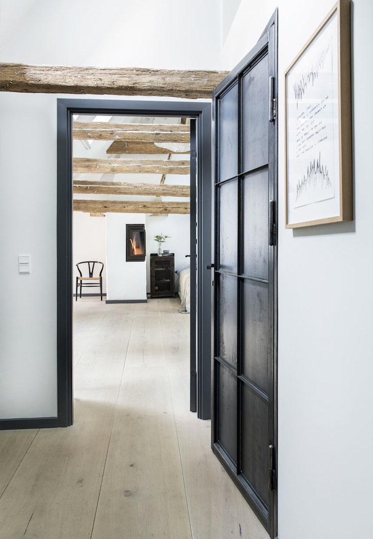 квартира в копенгагене, скандинавский дизайн, декор интерьера, старые дома, деревянный пол, камин