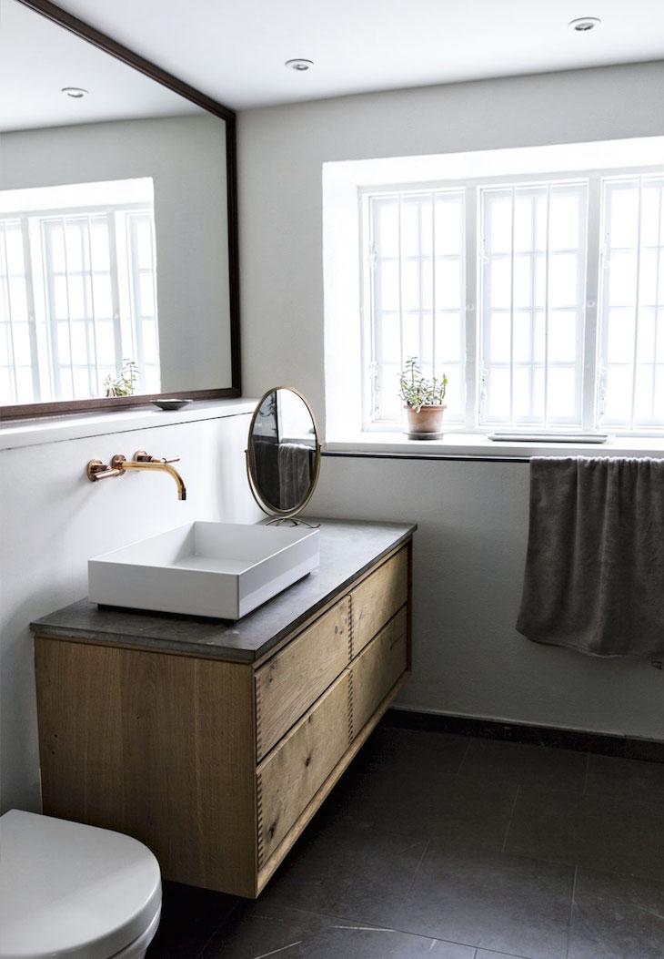квартира в копенгагене, скандинавский дизайн, декор интерьера, старые дома, деревянный пол, ванная комната