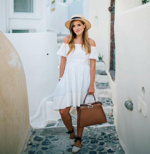 белое платье, соломенная шляпа