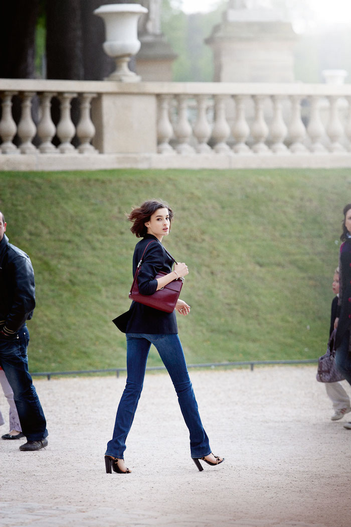 Парижский шик, Нина де ла Фрессанж, parisian chic, Nina de la Fressange, black jacket, blue jeans