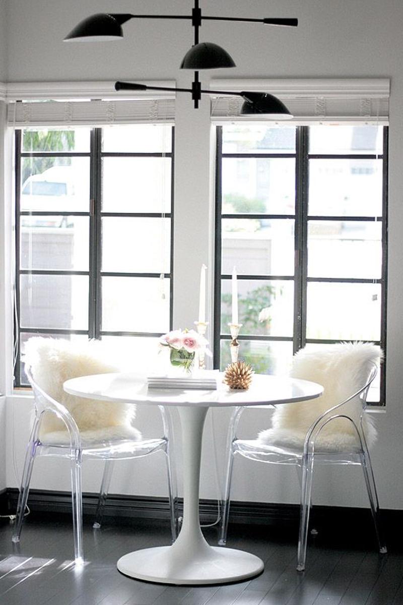 Маленькие квартиры. Пластиковые кресла.