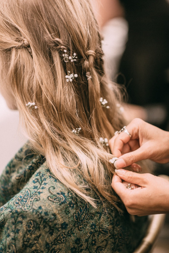 Длинные волосы, стайлинг с цветами. Long hair style. Wedding style.
