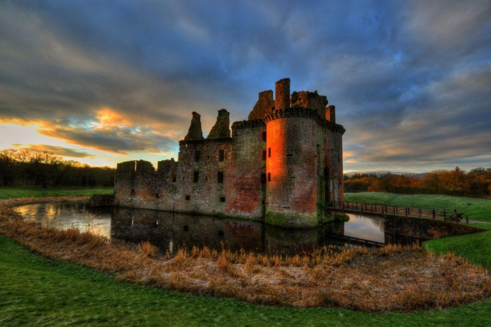 замки в шотландии, CAERLAVEROCK CASTLE