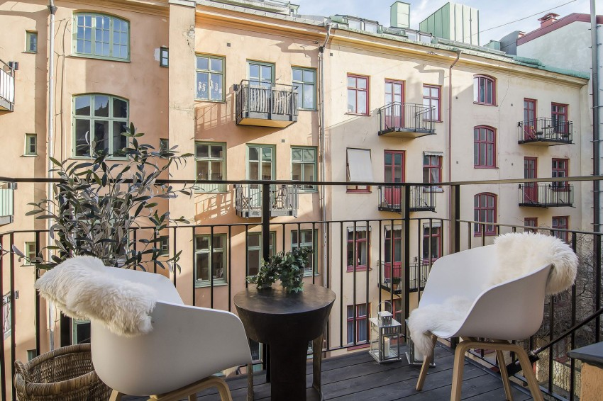 Small-Flat-in-Stockholm-Balcony