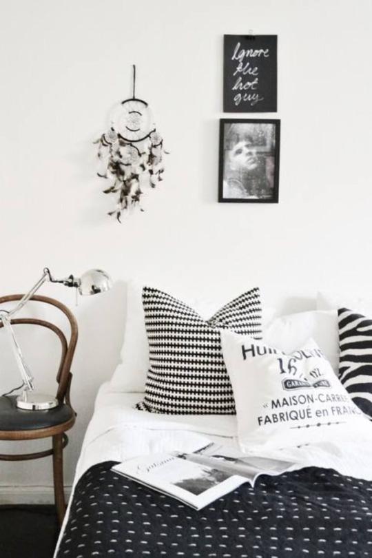scandinavian interior, black and white, скандинавский интерьер, спальня, кровать, подушки, черно-белый интерьер
