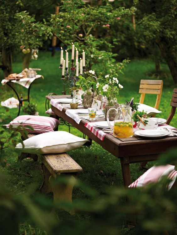 пикник на природе, дачный обед, летняя идея, подушки