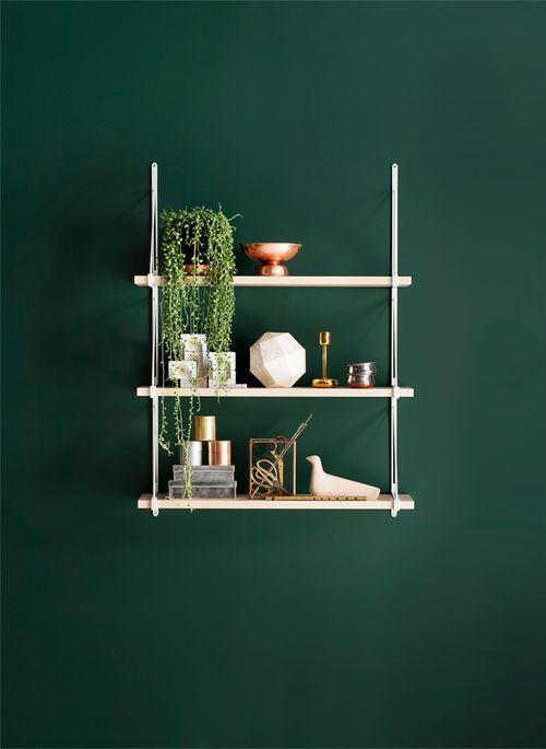 зеленые стены, скандинавский интерьер, декоре интерьера, дизайн, green walls, полки, декор полок