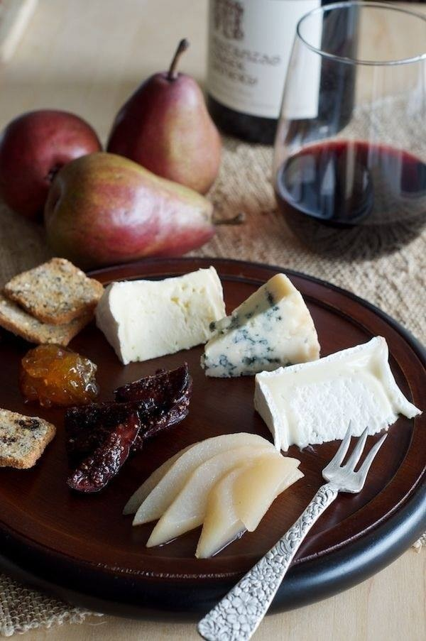 вино, сырная тарелка