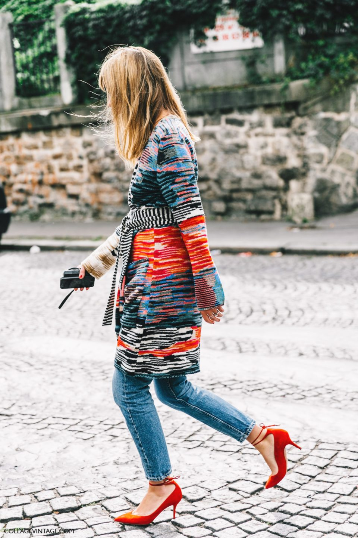 red pumps outfit, джинсы и красные туфли