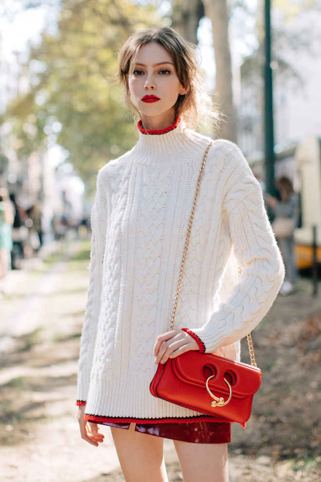 sweater oversize, white and red outfit, большой свитер, белый и красный