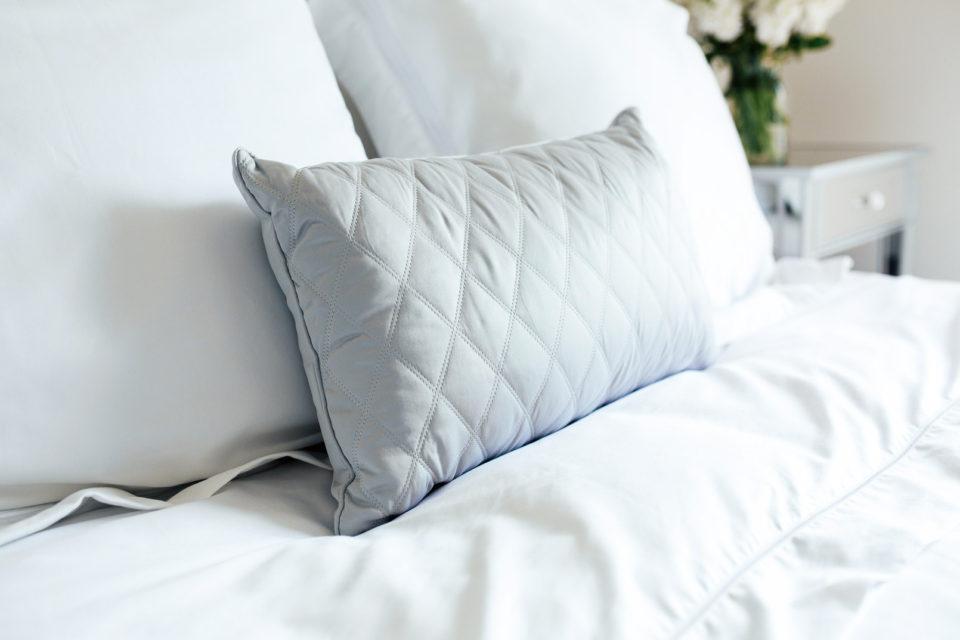 спальня, декор спальни, подушки