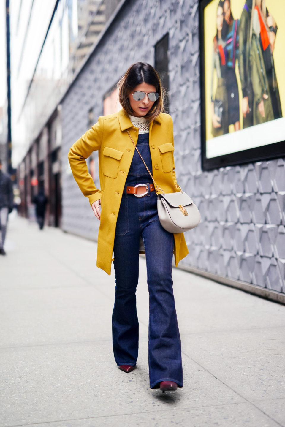 Желтый кожаный плащ. Осенние образы.