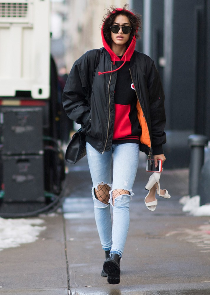 cropped jeans, fishnet, new york street style, spring-summer 2017