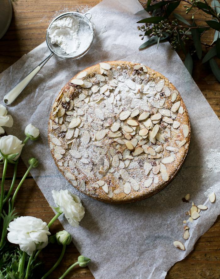 Быстрый итальянский пирог с миндалем и рикоттой