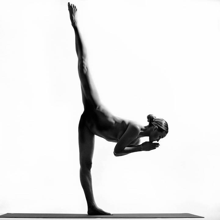 Nude Yoga: голая правда о красоте и безграничных возможностях тела на фото