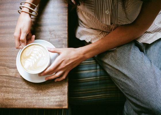 5 фраз, которые не стоит говорить человеку, переживающему горе