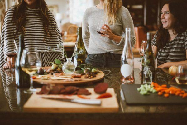 Как быстро охладить вино или шампанское (научный метод)